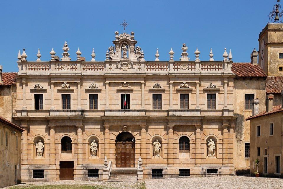 Facciata monumentale Certosa di San Lorenzo a Padula